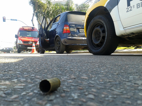 Rapaz assassinado na Avenida Irai em Pinais. A vitima estava crom tres garotas e retornava de uma festa have.